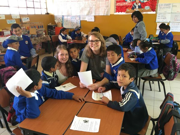 volunteer teaching in peru