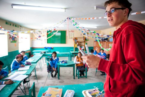 Volunteer teach in peru